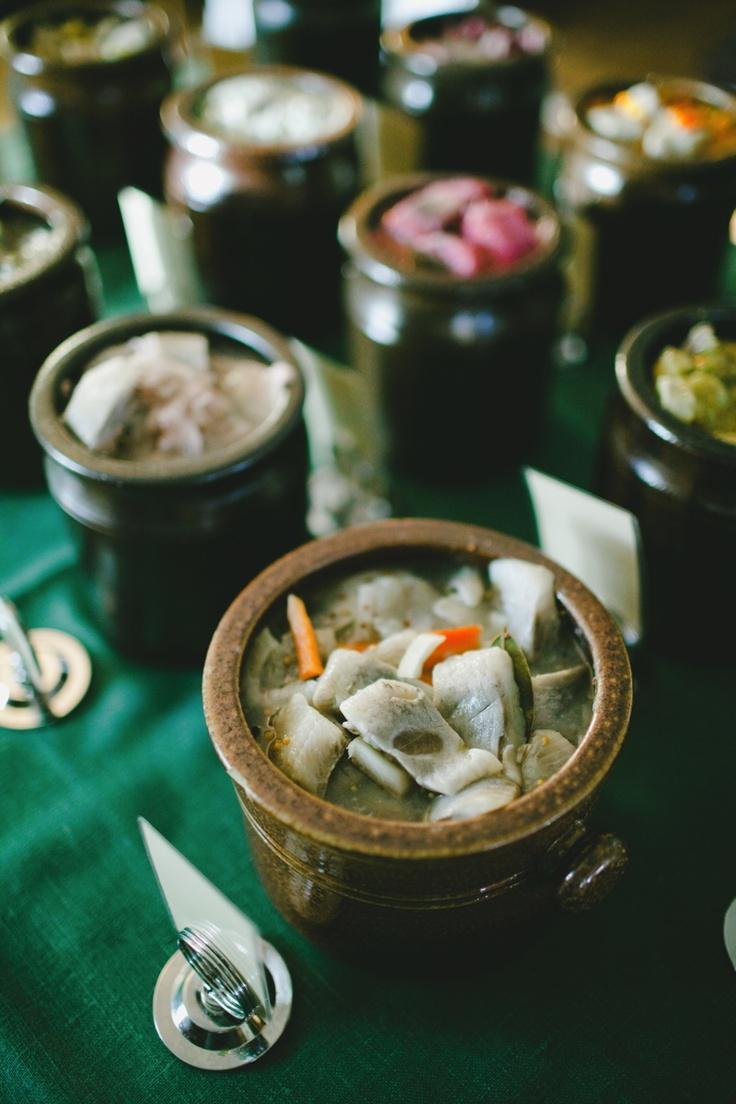 Olika sorters hemlagad sill. (Variety of Pickled Herring).