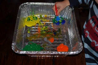Foil pans are great for craft. Will have to pick some up...Preschool Activities, Toddlers Activities, Crafts Ideas, Easy Games, Kids Stuff, Art Ideas, Kids Crafts, Foil Pan, Activities Ideas