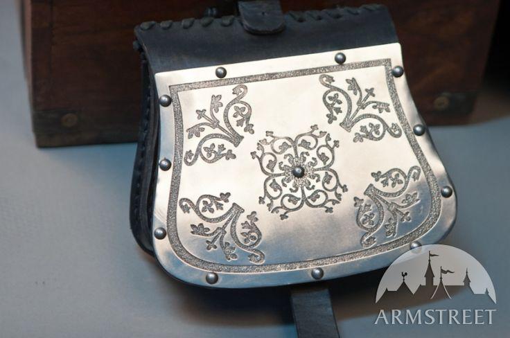 L'ensemble : sac de guerre, ceinture et porte-épée d'ArmStreet