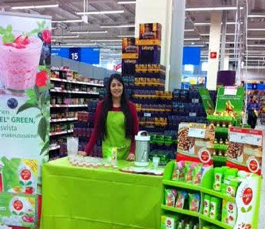 Mikä ihmeen stevia? Kuopiossa Emma kertoi asiakkaille henkilökohtaisesti stevia -kasvin alkuperästä ja Oriolan Green Canderel Stevia -tuotteista.