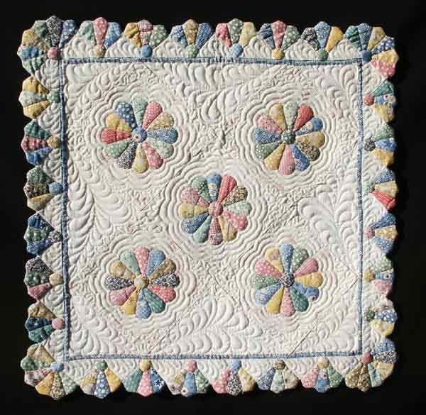 dresden plate patterns | Dresden Plate - The Quilter's Cache - Marcia Hohn's free quilt