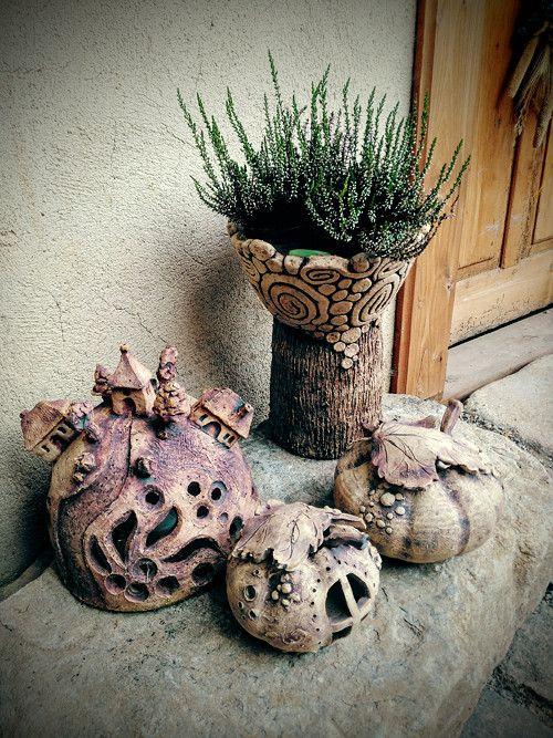 Zahradní lampa - na kopečku domeček