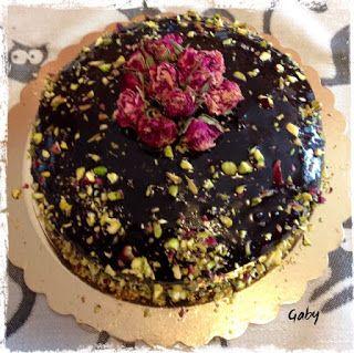 Mezza tazza di tè: Bouquet di rose e cioccolato...