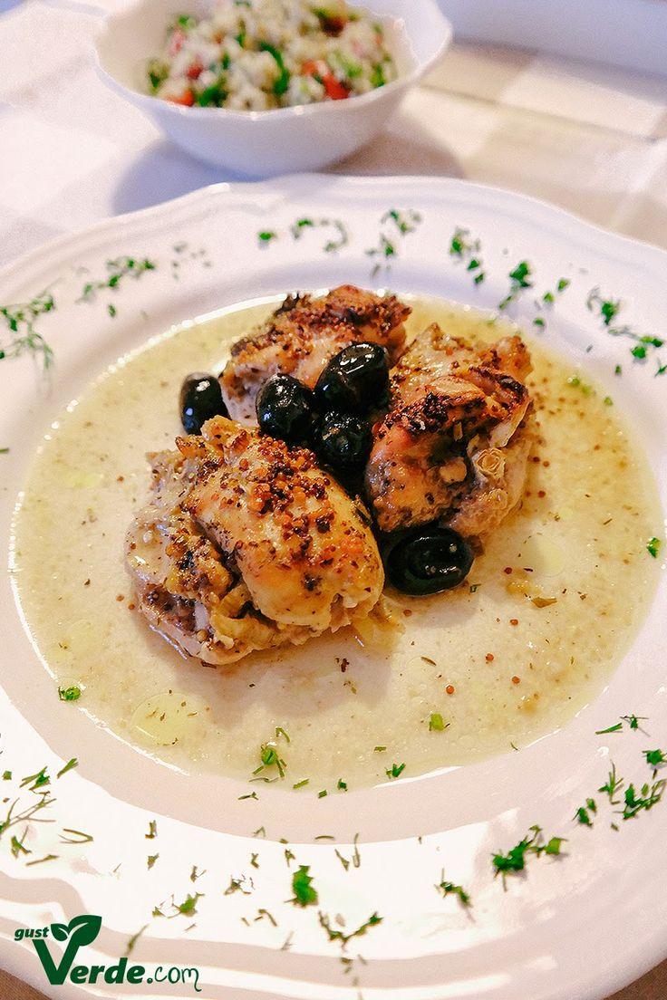 Gust Verde: Pulpe de pui la cuptor cu sos de mustar, masline si ceapa verde.