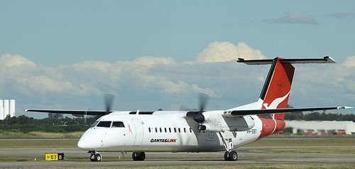 DHC-8 Q300 VH-SBT Flight: QF2048 From: SYD To: DBO