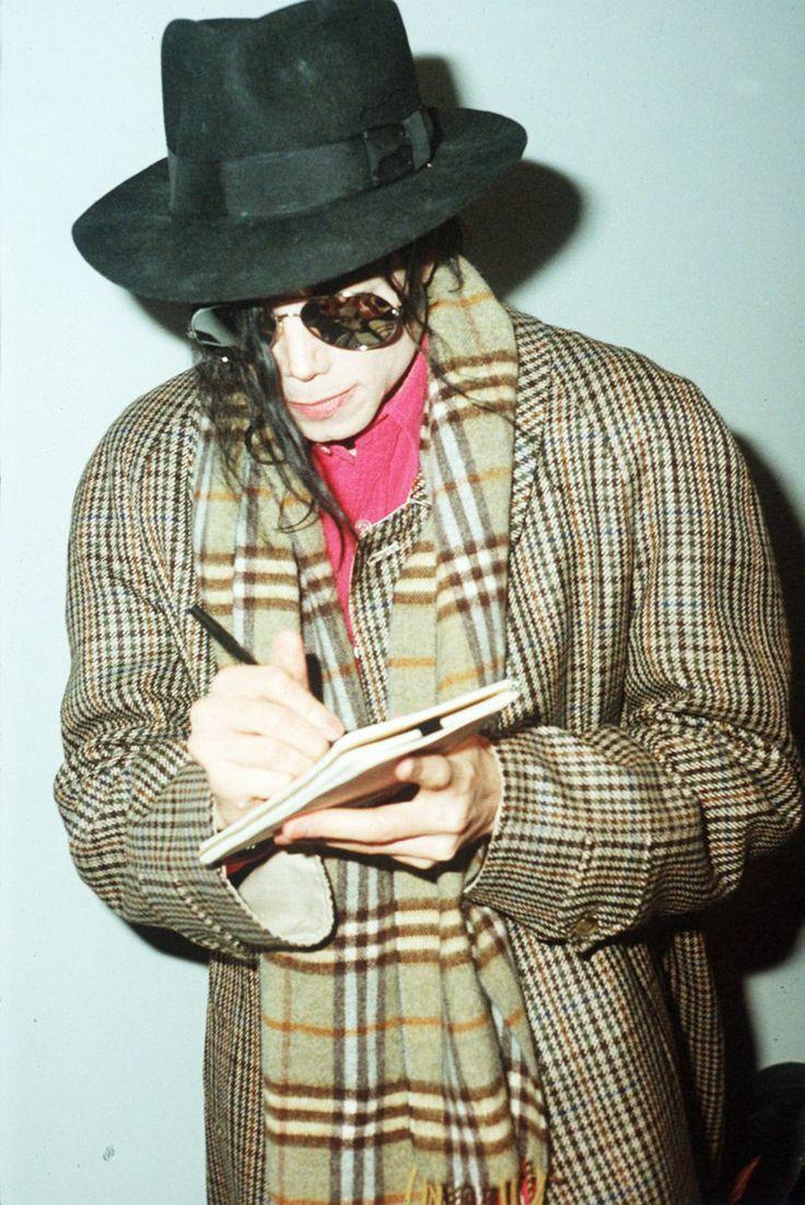 Michael Jackson signing an autograph, 1992