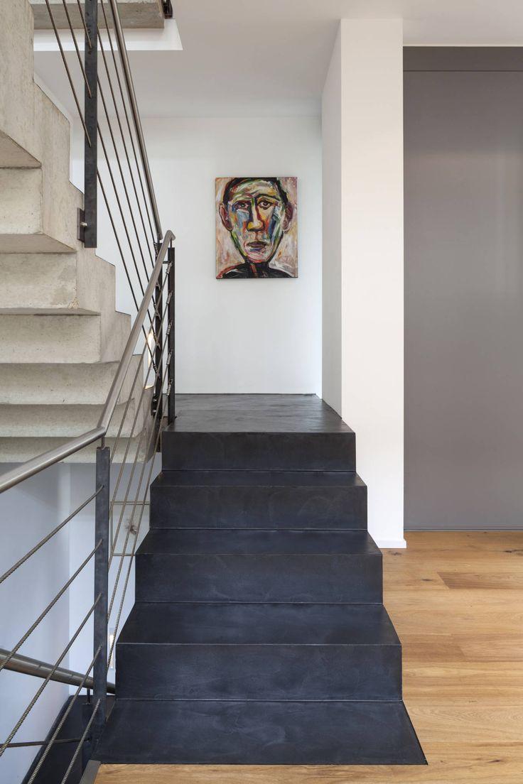 Beton Ciré auf Treppe: Modern Flur, Diele & Treppenhaus von Einwandfrei - innovative Malerarbeiten oHG