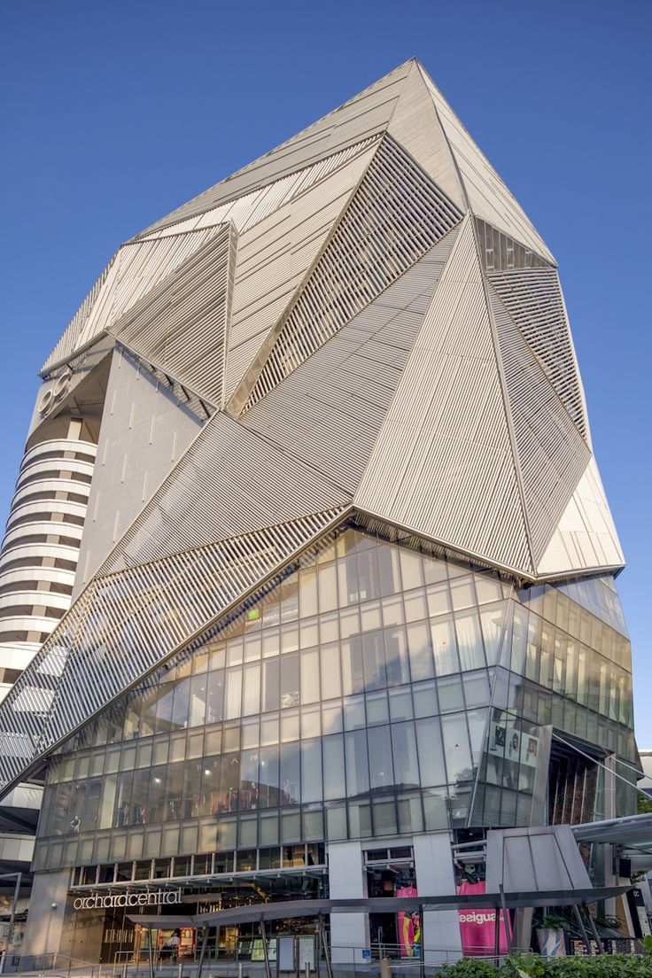 Angular geometric metal facade of orchard central for Architecture geometrique