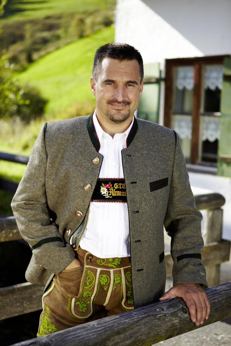 Schorsch Hackl in seiner Kollektion für Lodenfrey ...