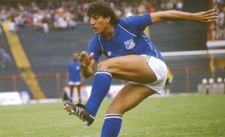 """Juan Gilberto Funes, """"el Búfalo de San Luis"""", aterrizó en Bogotá en 1984. Pocos delanteros en la historia del fútbol colombiano han demostrado tal potencia. Un delantero 9 de pura raza."""