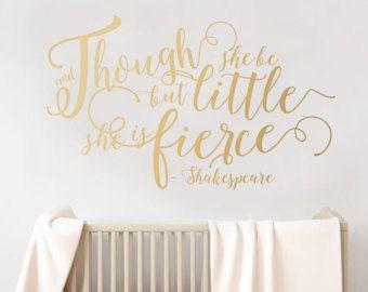 Aunque ella pero poco es feroz - tatuajes de pared oro - citar a Shakespeare - etiquetas engomadas de la pared en Letras de oro por wordybirdstudios