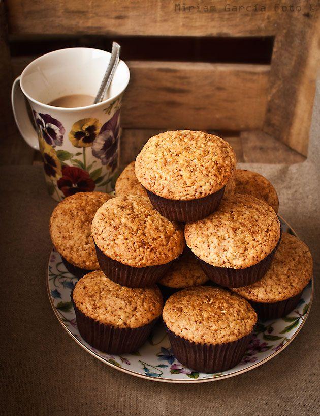 Sencillos muffins de harina de centeno y harina integral de trigo, aromatizados con canela y sin azúcar