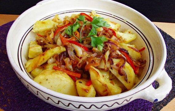 Cartofi la cuptor cu legume caramelizate. Un preparat de post, gustos si satios!