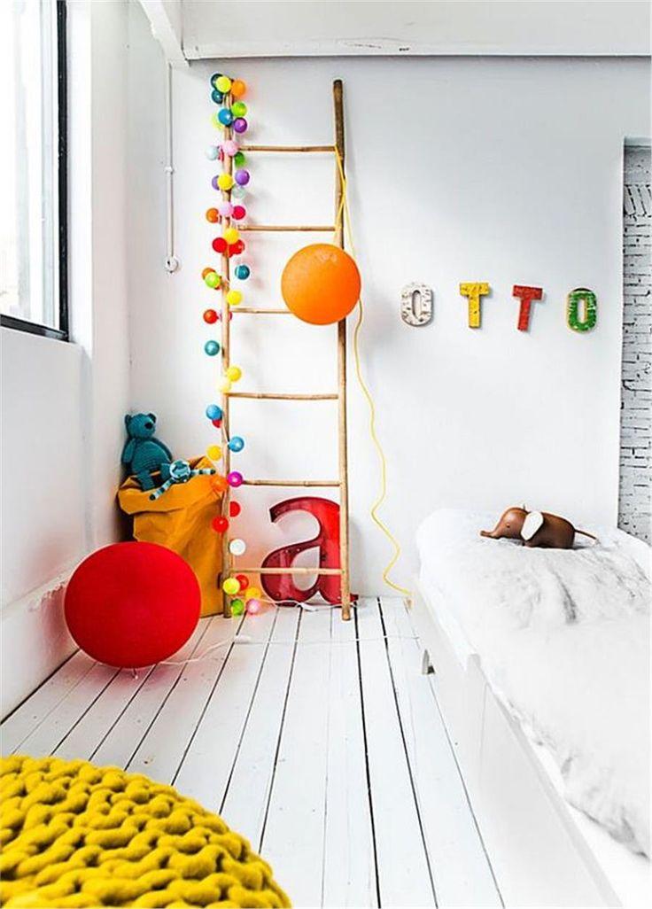 Deco: παιδικό δωμάτιο με έντονες χρωματικές πινελιές