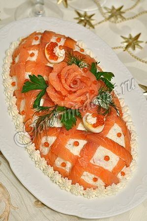 Салат с красной рыбой и яблоком Принцесса