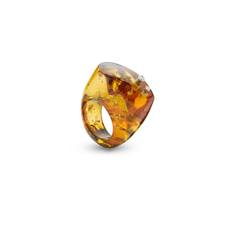 House of Amber by Bukkehave - Cocktail amber ring with diamonds.