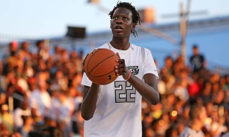 Zagoria | Manute Bol's son — Bol Bol — target of blueblood recruiting rush = NORTH AUGUSTA, S.C. — Bol Bol is not the only son of a former NBA player on his AAU team here at the Nike Peach Jam. Shareef O'Neal, son of former NBA star Shaquille O'Neal, also plays for Cal Supreme, one of.....