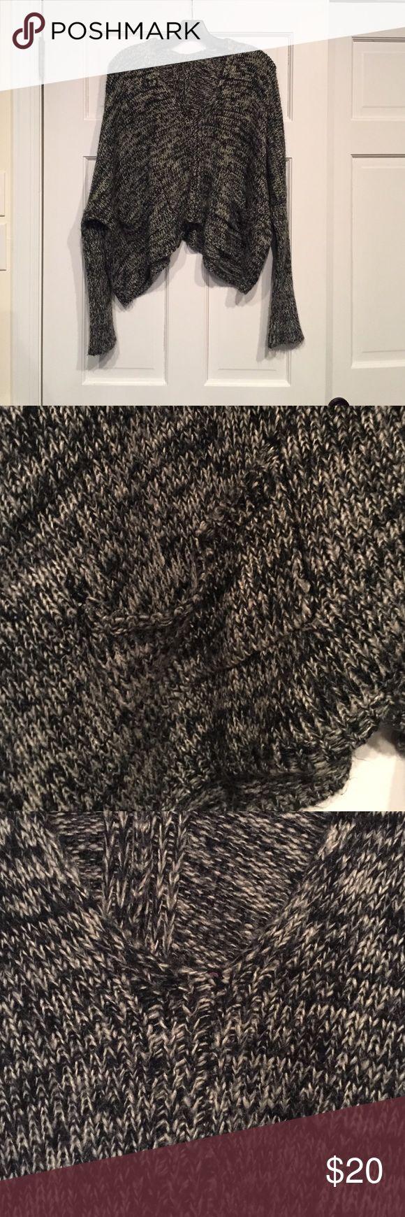 Brandy Melville sweater Brandy Melville sweater Brandy Melville Sweaters V-Necks