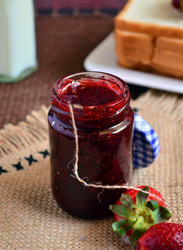 Homemade strawberry jam: Easy to make strawberry jam with just 3 ingredients, no pectin or preservatives. Recipe @ http://cookclickndevour.com/homemade-strawberry-jam-recipe #cookclickndevour #recipeoftheday #vegan #jam #strawberry #homemade