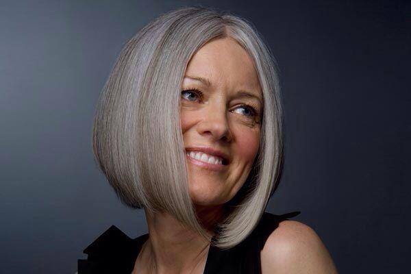 Τόνωσε τη λάμψη και την ομορφιά των γκρίζων και άσπρων μαλλιών σου! Το σαμπουάν PHYTARGENT, χάρη στο θαυματουργό συστατικό του το αζουλένιο, απολύτως φυτικό, που προέρχεται από το χαμομήλι, μειώνει τους κίτρινους τόνους στα γκρι και άσπρα μαλλιά, και ξαναδίνει την απαλότητα και τη φυσική λάμψη στα μαλλιά σου!