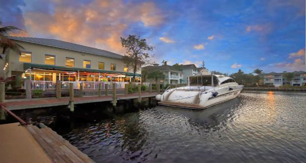 We think these are the 10 best bars and restaurants in Fort Lauderdale that only us locals really know about.