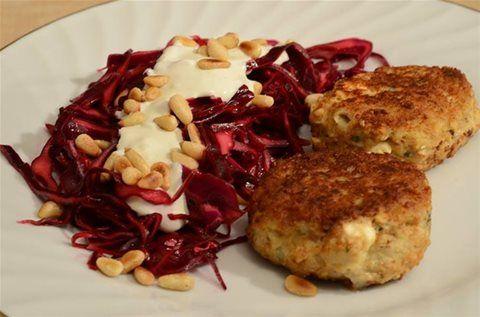 Greske Kyllingkjøttkaker med rødkålsalat
