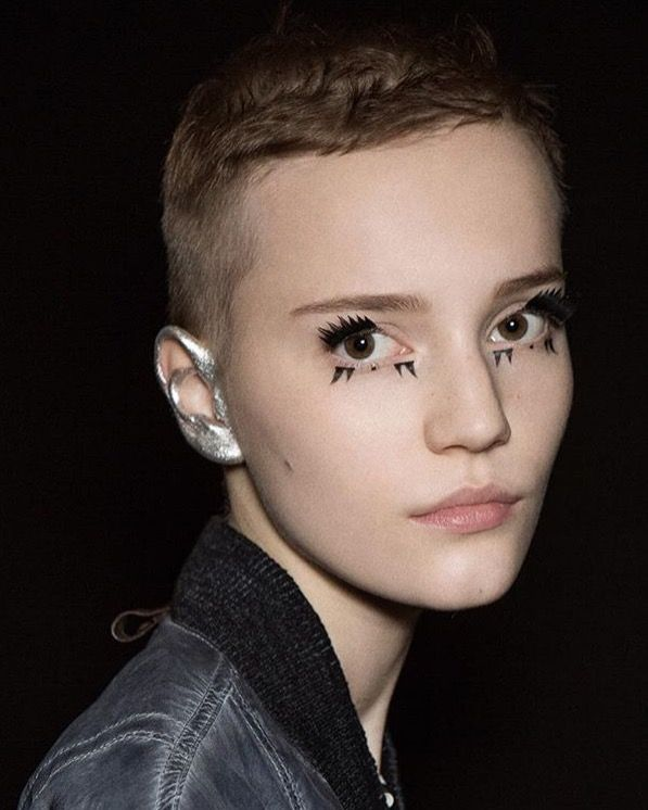 Deconstructed lashes at Louis Vuitton, S/S 2016. makeup by Pat McGrath