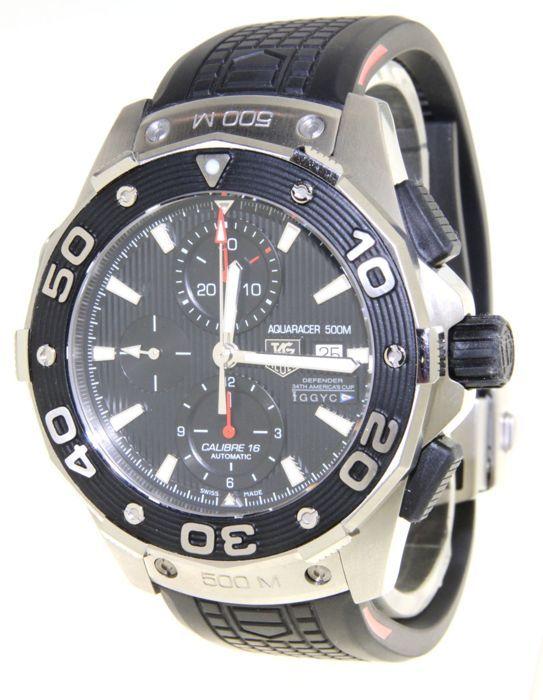 TAG Heuer Aquaracer Oracle - Limited Edition - Horloge - (onze interne #7457)  Geleverd ontmoette horlogedoos certificaat & horlogedoos doos (inclusief 1 jaar garantie horlogedoos)Conditie:Uurwerk: AutomatischFuncties: uren minuten seconden datum chronograafKast: roestvrij staal een diameter van 455 mm hoogte 16 mm saffier glas schroef op de rug in één richting draaibare ring geschroefde kroon met beschermende horens.Wijzerplaat: zwart guilloche Applied roestvrij staal baton…