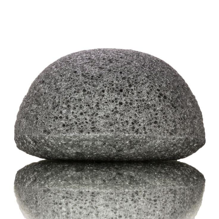KONGY Konjac Facial Sponge Bamboo Charcoal  Facial Cleaning - Oily and Acne Prone Skin.DeKONGYKonjac Facial Spongeis gemaakt van het natuurlijke materiaal Konjac (In Japan bekend as Konnyuka). Konjac is een natuurlijke plant en wordt op grote schaal gebruikt als een medisch en eetbaar product. Konjac is een populaire en gezonde groente in Korea en Japan. Konjac sponzen zijn heel erg zacht. Ze zijn zachter dan gezichtsscrubs en zijn hierdoor ideaal voor het dagelijksverwijderen van dode…