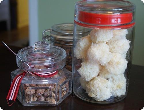 Julgodis: Kryddnötter och kokostoppar
