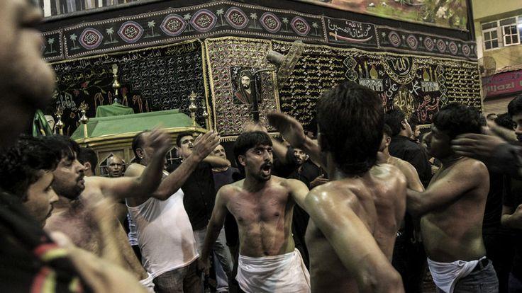 - Muçulmanos xiitas participam de uma procissão para marcar o primeiro mês do calendário islâmico, em Manama, no Bahrein. Foto: Ahemd Alfardan /EFE