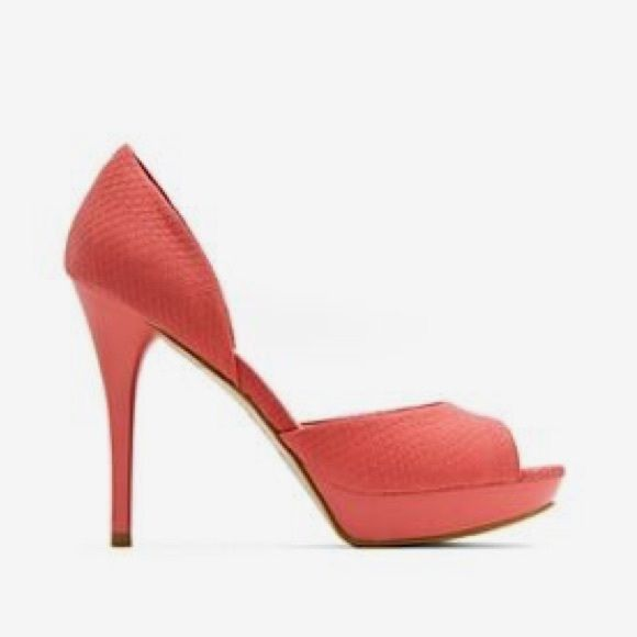 ❄SALE❄MANGO HEELS Coral perfect condition . Only worn twice size 7 fits true to size. Fabric has some sort of texture like snake skin Mango Shoes Heels