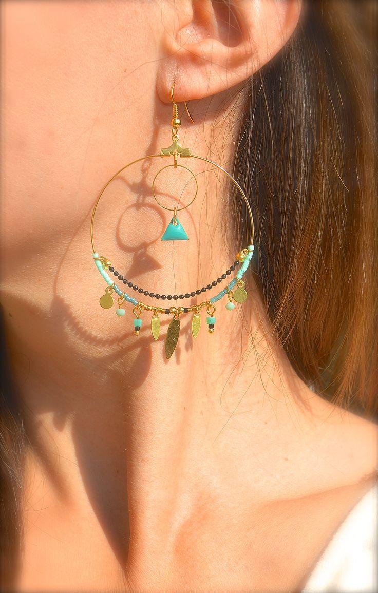 Boucles d'oreille créole doré, perle et triangle turquoise, chaîne bille noire -Bijoux ENORA-