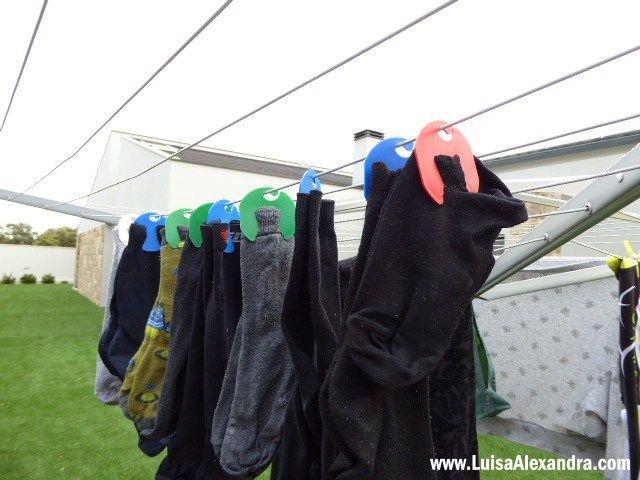 Vocês já sabem que eu adoro novidades e gadgets que me facilitem as tarefas domésticas  Recentemente foi-me apresentado oMerry Socks, que basicamente são uns cabides para meias. Encaixa-se as meias e vão assim a lavar á máquina, depois com facilidade penduram-se no estendal para secar e, se quiserem, até se podem guardar naRead More »