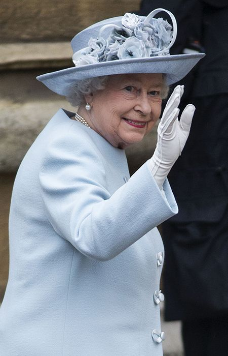 The British monarch, who turns 88 on Monday, looked radiant in a sky blue coat and matching hat and she and her husband the Duke of Edinburgh attended St George's chapel. - Photo 4 | Celebrity news in hellomagazine.com