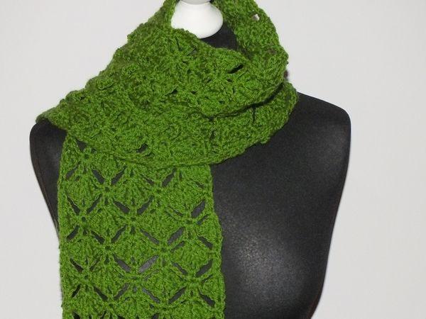 Häkelanleitung für einen breiten Schal oder Stola mit plastischem ...