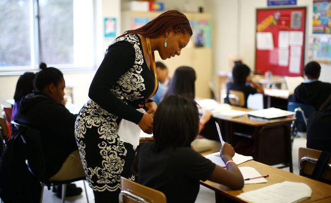 Fewer Top Graduates Want to Join Teach for America - The New York Times