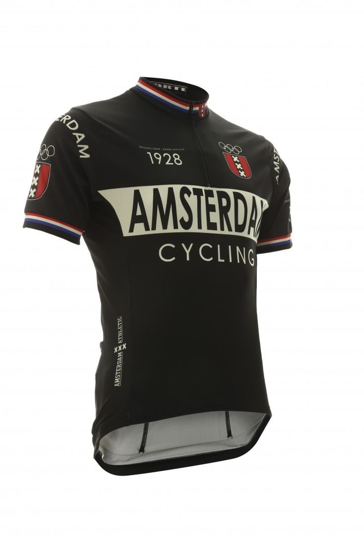 Het Amsterdam wielershirt zwart is gemaakt van FibreSense, een ademende en comfortabele stof. Het shirt heeft een korte rits in het voorpand en drie zakken op het achterpand. Het shirt is opgedragen aan Bernard Leene en Daan van Dijk. Dit duo is het meest bekend geworden vanwege hun succes in 1928, toen wonnen zij goud tijdens het onderdeel tandem op de Olympische Spelen in Amsterdam.