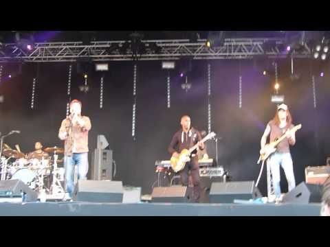 ▶ Alfie Boe 'It's Only Love' live at CarFest South 24.08.13 HD - YouTube