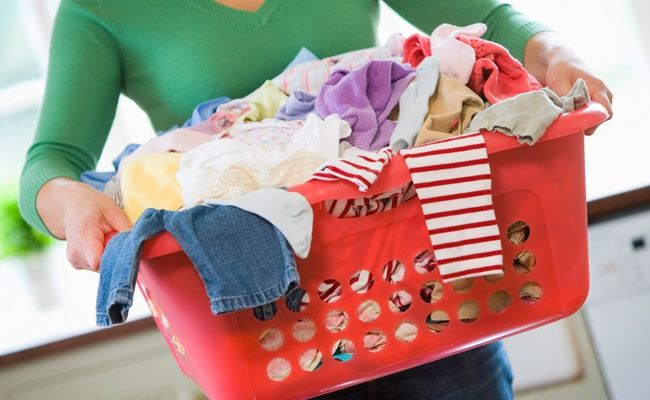 Genteeeee! Descobrir uma receitinha de preparado para desencardir roupa branca que é um luxo! Ótimo, deixa as roupas branquinhas, quanto mais você lava com esse preparado mais a roupa fica branca. Ele também é ótimo para lavar roupas muitos sujas, uniformes, pisos de banheiro, panos de prato, panos de chão. ATENÇÃO: Se for lavar roupa…