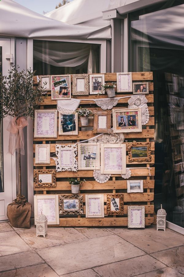 what a great use of an old pallet - shown here with photos and a seating chart. Great for an backyard wedding