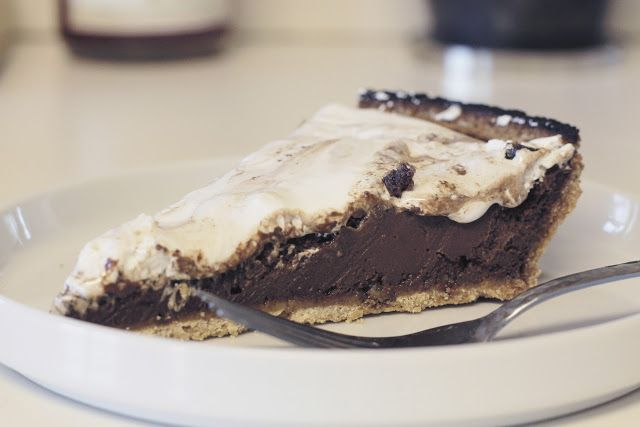 Campfire Pie // S'mores Tart Recipe (Dairy-Free!)