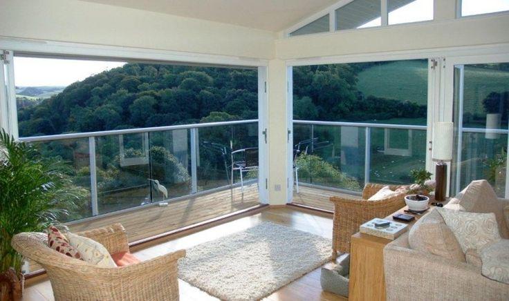 garde-corps balcon en verre et métal de design élégant