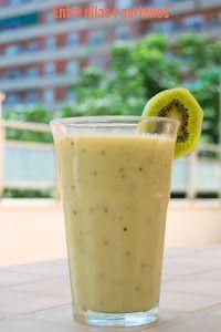 Ingredientes:2 personas1 Tajada generosa de melón1 kiwi1 manzana golden2 cucharadas de azúcar moreno1 yorgur naturalLavamos y pelamos el kiwi y la manzana.Cortamos la rodaja de melón y lo ponemos en el vaso de la batidora a trozos.Agregamos la manzana y el kiwi troceados, así como el yogur y el azúcar moreno.Batimos a máxima potencia hasta que nos quede todo bien triturado.Servir muy frio.