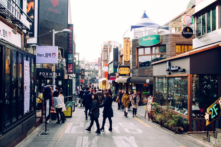 https://flic.kr/p/qWc2A5 | Seoul: Itaewon | Twitter | Tumblr | Facebook | Instagram | Getty Images Itaewon, Seoul, Korea. February 2015. Canon 6D.