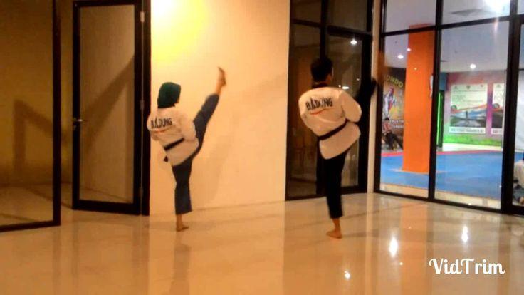 Practising Poomsae, Taegeuk 6, in slow motion with DEMOS Poomsae Team