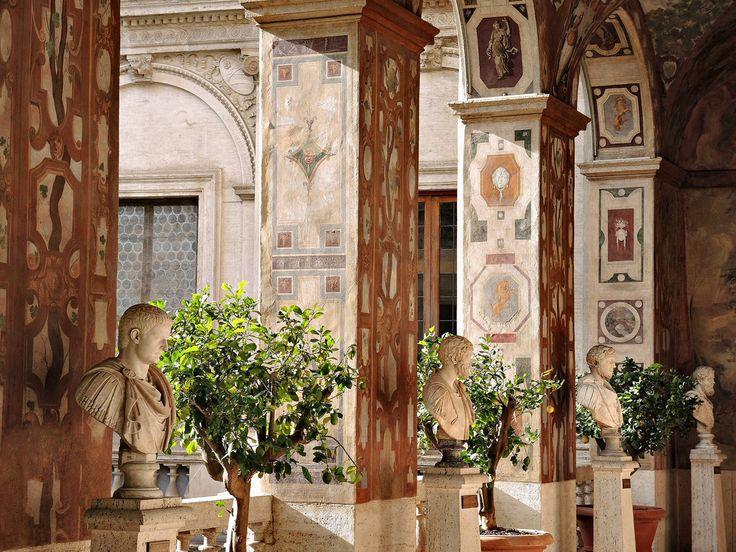 Loggia dipinta con busti di Imperatori c.d. Dodici Cesari | da adrianovero