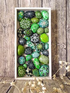 Nature has given so many resources that we should only spend some time outdoors in order to find inspiration. That's how we found an inspiration for today's collection of20 Amazing Stone Crafts That Will Boost Your Creativity.