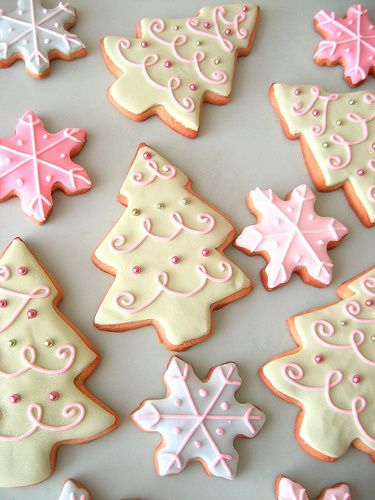Christmas sugar cookies, easy to make and fun to decorate