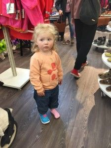 Tips! Hur köper man skor till små barn? | Barnskor, Små ...